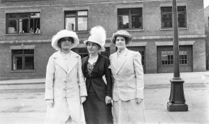 1918 ca Iva Thomsen (middle) and friends, Seattle, WA