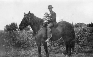 1920 ca Alford and Kathryn Anderson on a horse