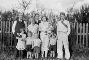 1931-12-26 Back row Will Kraiger, Rozella Kraiger, Rollin and Leone holding Robert age 6mo, Harold Kraiger, Front row Merna, Roald, Norm, Donald