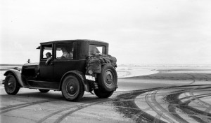 1936-07-16 Hansen family in car at Copalis Beach