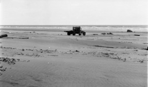1936-07-16 cars on Copalis Beach