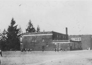 1939-05 Richmond Beach School from playfield looking west