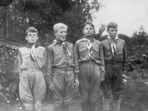 1941-10 Don, Norm, Carl Olson, Roald in Boy Scout uniforms on way to football game at UW