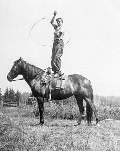1942-08 Roald Hansen on Billy practicing rope spinning