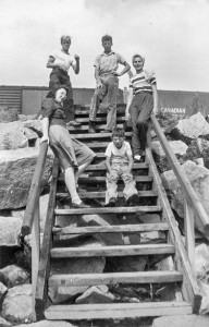 1944-08 Merna, Norm, Don, Joey and Tora Tusty on the steps leading to the beach