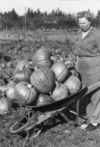 1944-11 Leone with her Golden Delicious Squash