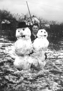 1945-03-31 Clare Wilbur and snowmen