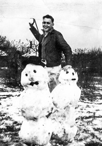 1945-03-31 Ted Matzek with snowball