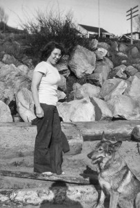 1945-07 Merna Hansen at Richmond Beach with Peggy