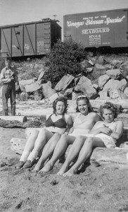 1945-07 Richard Tusty, Mern, Annette Johansen, Delores Lundberg at Richmond Beach