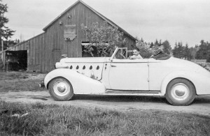 1946-05 Dave Schwab in his 1935 LaSalle convertible