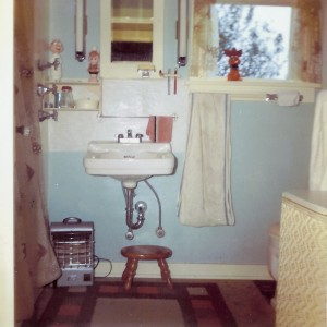 1965-10 Bathroom as seen from the kitchen
